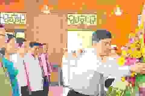 Lãnh đạo tỉnh Nghệ An dâng hương Chủ tịch Hồ Chí Minh
