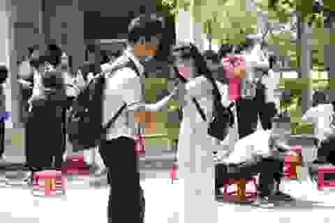 Lưu luyến trong lễ chia tay cuối cấp của học sinh phố núi