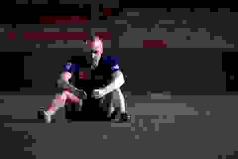 Rơi nước mắt với khoảnh khắc cô đơn của Iniesta tại Nou Camp