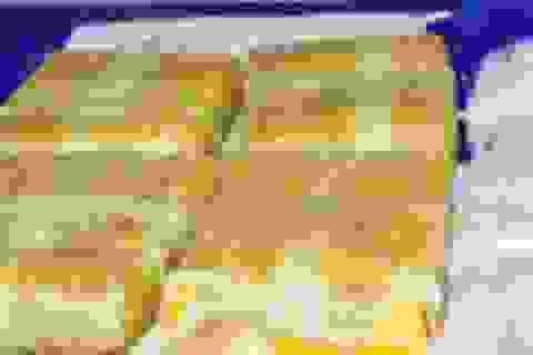 Bắt 2 đối tượng vận chuyển 60 bánh heroin