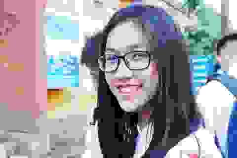 Tinh khôi vẻ đẹp nữ sinh trường Quốc học Vinh ngày chia tay
