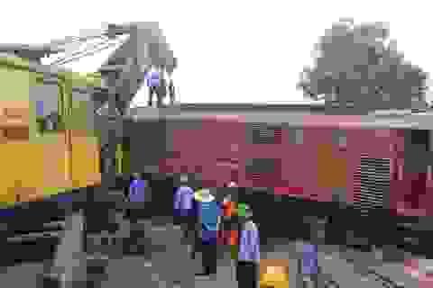 Nỗ lực để 15h chiều nay thông tuyến đường sắt ở ga Núi Thành