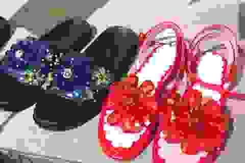 """Hết """"dép lau nhà"""", Zara lại khiến dân tình khóc thét vì """"giày Chợ Lớn"""" giá gần cả triệu"""