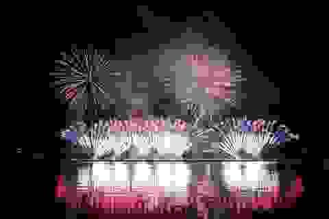 """Pháo hoa đẹp lộng lẫy với """"nhịp cầu thời gian"""" trên sông Hàn"""