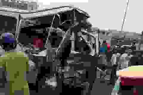 Xe tải húc đuôi xe khách, 2 người tử vong tại chỗ