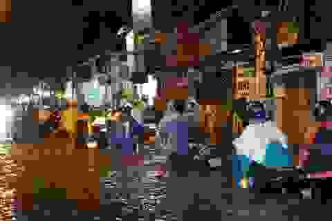 Công nhân thoát nước rơi nước mắt, bà Nguyễn Thị Quyết Tâm nói lời xin lỗi