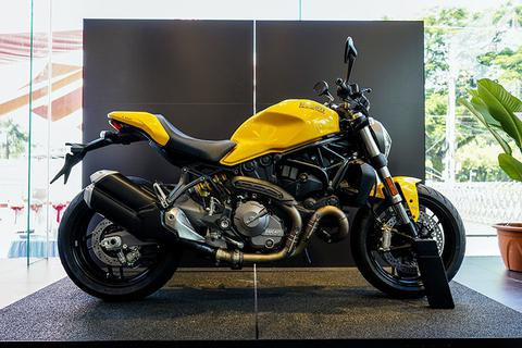 Ducati ra mắt Monster 821 phiên bản nâng cấp