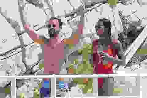 """Chồng cũ của Jennifer Aniston lại hò hẹn với """"bóng hồng"""" mới"""