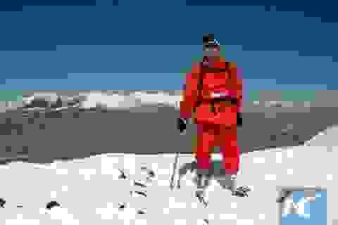 Cụ ông cụt 2 chân chinh phục thành công đỉnh Everest sau 40 năm nỗ lực