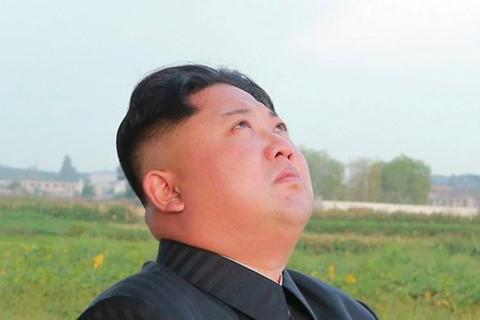 Ông Kim Jong Un khóc vì kinh tế Triều Tiên yếu kém?
