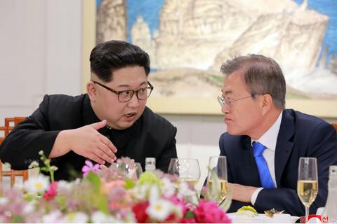 """Đồ uống """"di sản"""" đặc biệt trong bữa tiệc Hàn Quốc chiêu đãi ông Kim Jong-un"""