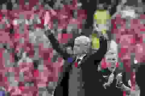 Cảm động thời khắc những người Arsenal tạm biệt HLV Arsene Wenger