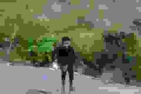 Thót tim thanh niên trôi thác 15 mét vì chụp ảnh selfie