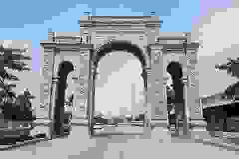 """""""Choáng ngợp"""" cổng làng bằng đá hơn chục tỷ đồng ở Ninh Bình"""