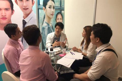 Chuyên gia Hàn Quốc tư vấn miễn phí phẫu thuật thẩm mỹ và chăm sóc sức khoẻ
