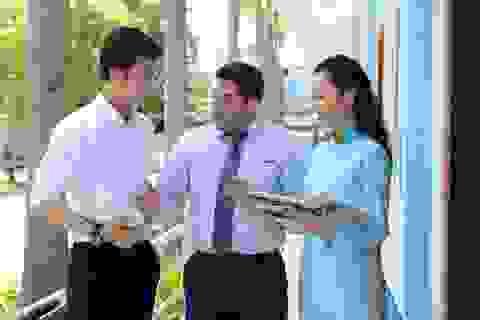 """Giảng viên """"Tây"""" dạy ở ta: Cơ hội cho sinh viên tiếp cận văn hóa và phương pháp giáo dục mới"""