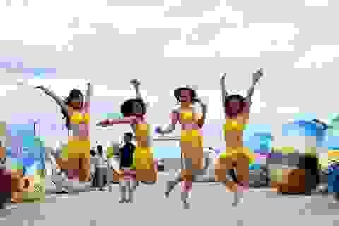 Flashmob bikini sôi động trên bãi biển Đà Nẵng