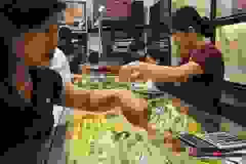 USD tăng giá, vàng giảm xuống đáy 5,5 tháng
