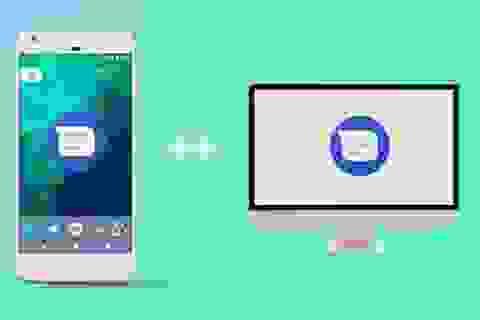 Người dùng smartphone Android nhận và gửi tin nhắn trực tiếp từ máy tính