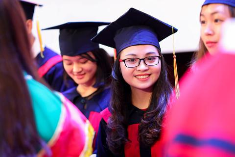 Khóa Bác sĩ đa khoa đầu tiên của ĐH Quốc gia Hà Nội tốt nghiệp
