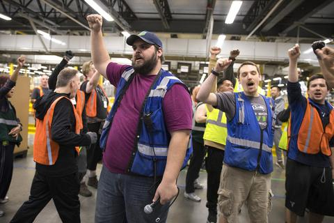 """Nhân viên gửi """"tâm thư"""" yêu cầu Amazon ngừng hợp tác với chính phủ"""