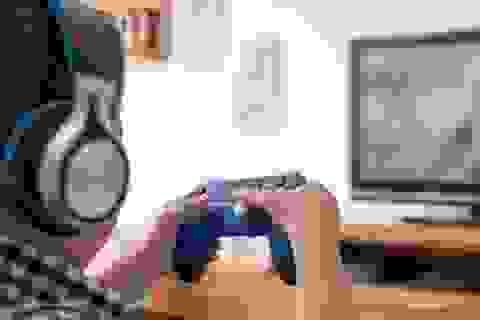 Nhịn đi vệ sinh vì chơi game, bé 10 tuổi bị biến dạng ruột