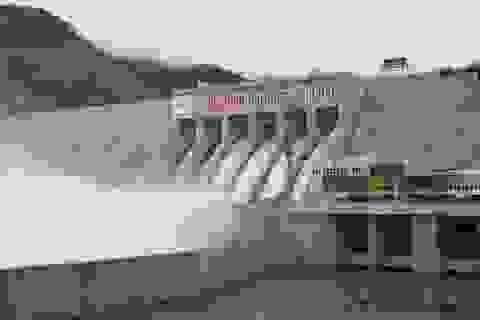 Gắn biển 60 năm ngày truyền thống ngành Xây dựng đối với Công trình thủy điện Lai Châu.