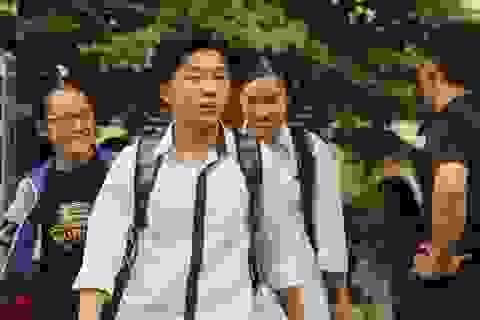 Thời tiết nắng dịu, thí sinh Hà Nội hào hứng làm thủ tục dự thi THPT Quốc gia