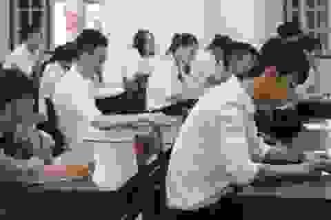 Vẫn có thí sinh bị đình chỉ do mang tài liệu vào phòng thi môn Văn