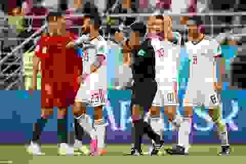 Trọng tài Việt Nam khẳng định C.Ronaldo xứng đáng nhận thẻ đỏ