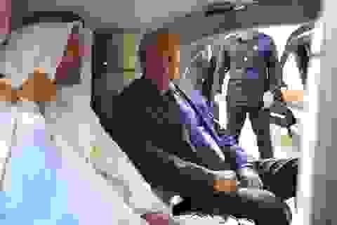 Tổng thống Putin khoe siêu xe mới với Thái tử Abu Dhabi