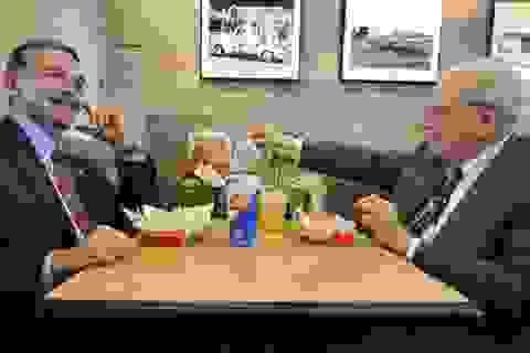 Chi hơn 3 triệu USD để ăn trưa với tỷ phú Mỹ