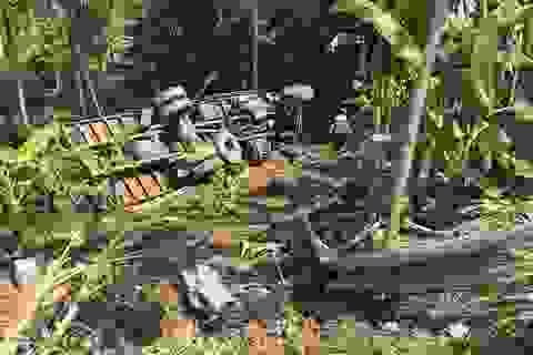 Hai ô tô cùng lao xuống vực sau cú vượt trái của xe tải