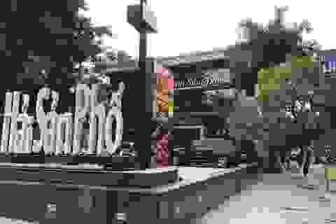 """Hà Nội ra """"tối hậu thư"""" di dời nhà hàng, bãi xe trên mương Phan Kế Bính"""