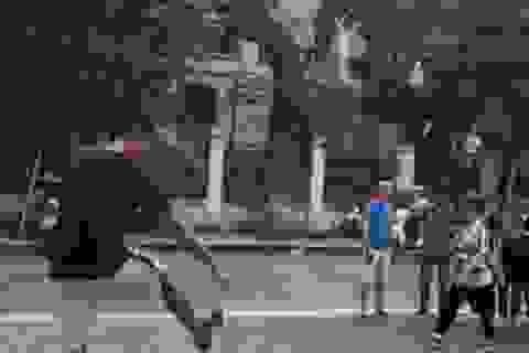 Lỡ hẹn với World Cup, Smalling sang Việt Nam đá cầu với người hâm mộ