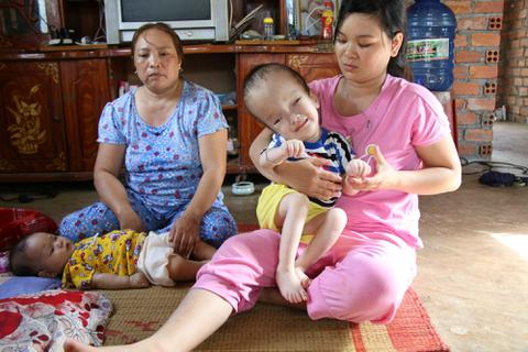 Hơn 187 triệu đồng đến với bé trai bị não úng thủy chưa một lần được đi viện