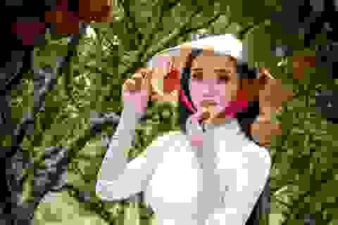 Cô gái sở hữu hai bằng ĐH loại giỏi khoe sắc bên vườn vải