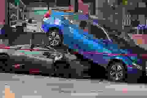 Tài xế nhầm chân ga, siêu xe Lamborghini xúc tung Honda Civic