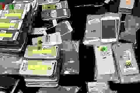 """Lô hàng điện thoại """"lậu"""" hơn 2 tỷ đồng bị bắt giữ tại Việt Nam"""