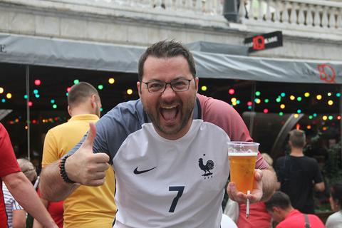 Ghi nhanh từ Moscow: Người Pháp hớn hở, fan Croatia trầm ngâm sau hiệp 1