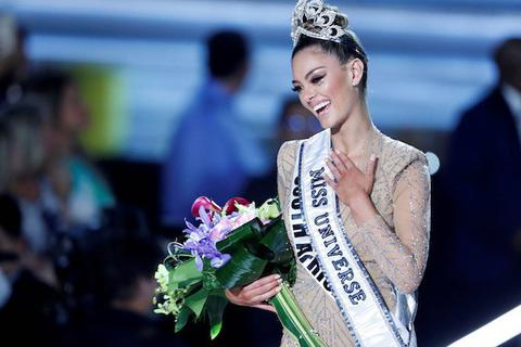 Đương kim Hoa hậu Hoàn vũ công khai chuyện hẹn hò cầu thủ
