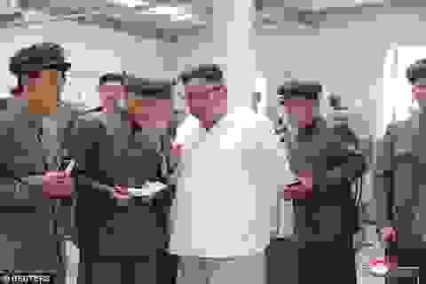 """Chiến lược """"cây gậy và củ cà rốt"""" của ông Kim Jong-un"""