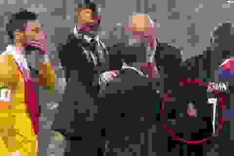 Nữ quan chức bị nghi lấy trộm huy chương vàng World Cup
