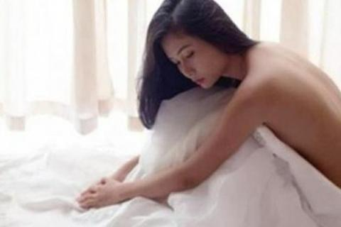 """Té ngửa với lý do chồng """"giữ gìn"""" cho vợ tới tận đêm tân hôn"""