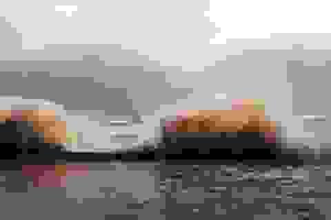 Triều cường dâng cao, sóng cuồn cuộn tràn đê Quất Lâm