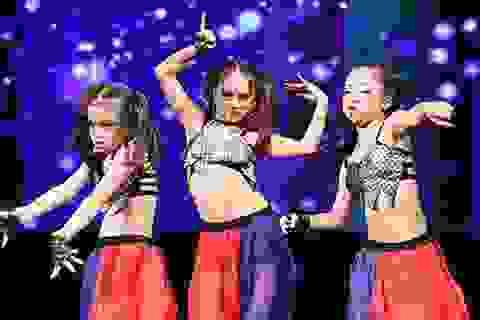 Thần thái sân khấu đầy cuốn hút của các vũ công bellydance nhí