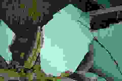 Sạt lở đất kinh hoàng, 5 nhà dân bị đổ sập