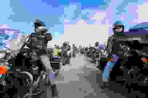 Harley-Davidson đưa tay lái Việt diễu hành giữa trời Âu