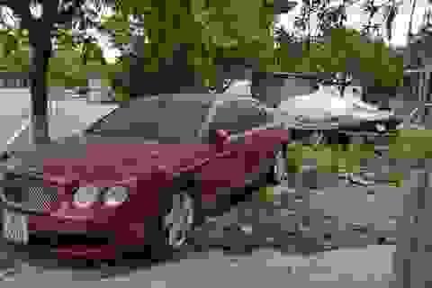 """Xót xa nhìn siêu xe tiền tỷ Bentley bị """"bỏ rơi"""" ở vỉa hè Hải Phòng"""