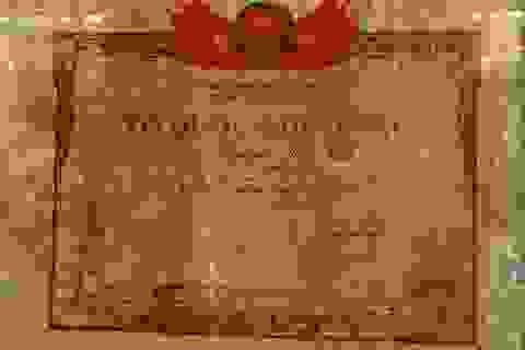 Có con nuôi liệt sĩ, mẹ không được công nhận Bà mẹ Việt Nam anh hùng?